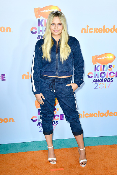 Alli Simpson seems to have forgotten that it's no longer the early '90s